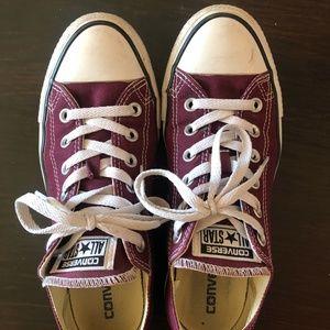 Maroon Converse (Wo's 9, Mens 7)